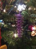 Ornamento porpora di Natale della scintilla Fotografia Stock