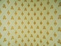 Ornamento rítmico do ouro, fundo amarelo imagem de stock royalty free
