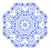 Ornamento redondo indio, estampado de flores caleidoscópico, mandala Diseño hecho en el estilo y los colores rusos del gzhel Foto de archivo libre de regalías