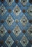 Ornamento repetitivos medievais do teste padrão antigo rústico das portas Foto de Stock