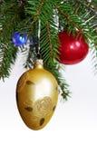 Ornamento retros na árvore de Natal Fotos de Stock Royalty Free