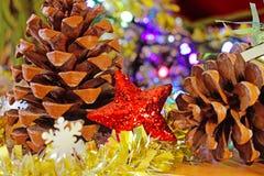 Ornamento rojo de la estrella de la Navidad fotografía de archivo libre de regalías