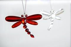 Ornamento rojo de la libélula Fotos de archivo