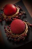 Ornamento rojo de la vela y de la Navidad Fotos de archivo libres de regalías