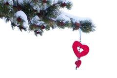 Ornamento rojo del árbol de navidad del invierno del corazón aislado Imagen de archivo libre de regalías