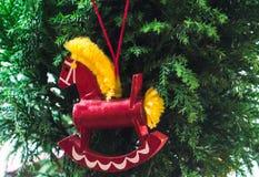 Ornamento rojo del caballo mecedora Foto de archivo