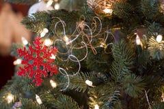 Ornamento rojo del copo de nieve Fotos de archivo libres de regalías
