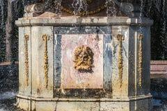 Ornamento romano de la fuente en Peterhof Imagen de archivo