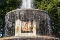 Ornamento romano de la fuente en Peterhof Imagenes de archivo