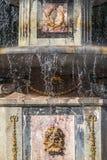 Ornamento romano de la fuente en Peterhof Fotografía de archivo