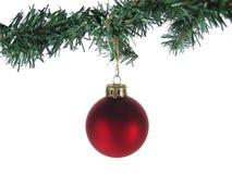 Ornamento rosso ed albero di natale isolati Fotografie Stock Libere da Diritti
