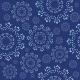 Ornamento sem emenda com flocos de neve decorativos Imagens de Stock