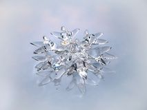 Ornamento sob a forma de um floco de neve em um CCB branco Fotografia de Stock