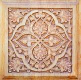 Ornamento tradicional en los productos de madera foto de archivo libre de regalías