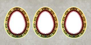 Ornamento ucraino tradizionale di arte di piega Uovo di Pasqua Fondo fotografia stock libera da diritti