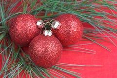 Ornamento vermelho do feriado fotografia de stock royalty free