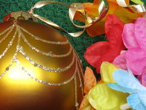 Ornamento w/Flowers di natale Fotografia Stock