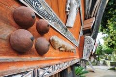 Ornamentos étnicos de la casa de Sumatran Batak Fotografía de archivo libre de regalías