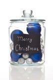 Ornamentos azules y de plata de la Navidad en tarro Foto de archivo