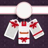 Ornamentos blancos de la púrpura de las etiquetas engomadas del precio de la Navidad del emblema Foto de archivo libre de regalías