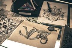 Ornamentos caligráficos que sitúan en la tabla Fotografía de archivo libre de regalías