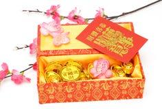 Ornamentos chinos del Año Nuevo y paquetes rojos Foto de archivo