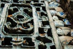 Ornamentos chinos del hierro con los cuencos quebrados Fotos de archivo