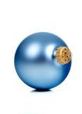 Ornamentos/chucherías brillantes azules de la Navidad Fotos de archivo