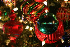 Ornamentos de la bola del árbol de navidad fotos de archivo libres de regalías