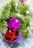 Ornamentos de la Navidad con los copos de nieve Imagenes de archivo