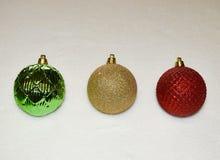 Ornamentos de la Navidad con un fondo blanco Foto de archivo libre de regalías