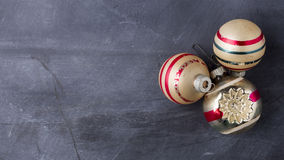 Ornamentos de la Navidad del vintage con el espacio de la copia Imagenes de archivo