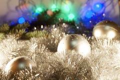 Ornamentos de la Navidad en el árbol de navidad Foto de archivo libre de regalías