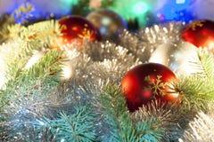 Ornamentos de la Navidad en el árbol de navidad Imagen de archivo