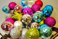 Ornamentos de la Navidad en el fondo blanco Fotos de archivo libres de regalías