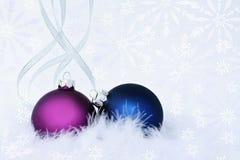 Ornamentos de la Navidad en fondo ligero Imagenes de archivo