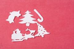 Ornamentos de la Navidad en un fondo rojo Imagen de archivo libre de regalías