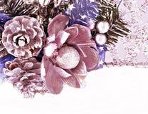 Ornamentos de las decoraciones de la Navidad imagenes de archivo