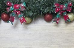 Ornamentos de los globos y de la Navidad Imagen de archivo libre de regalías