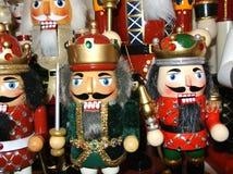 Ornamentos de lujo de la Navidad del oro de la vieja moda de los soldados de la galleta de la nuez Fotografía de archivo libre de regalías