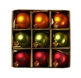 Ornamentos de Navidad en un rectángulo con el camino Imágenes de archivo libres de regalías