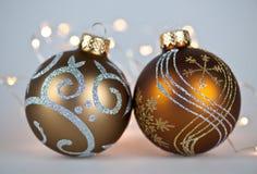Ornamentos de oro de la Navidad Foto de archivo