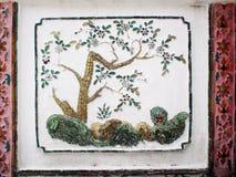 Ornamentos decorativos en stupa y la pared del templo histórico de WAT ARUN Fotografía de archivo libre de regalías
