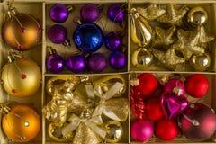 Ornamentos del árbol de navidad, decoraciones brillantes de la Navidad Fotos de archivo libres de regalías