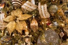 Ornamentos del árbol del día de fiesta de la Navidad fotografía de archivo libre de regalías