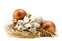 Ornamentos del arqueamiento y de la Navidad Fotos de archivo libres de regalías