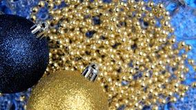 Ornamentos del fondo de la Navidad, azules y de oro de Navidad Imagen de archivo