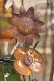 Ornamentos del jardín de flores del metal Imágenes de archivo libres de regalías