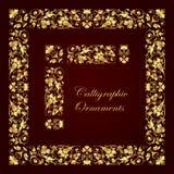 Ornamentos, esquinas, fronteras y marcos caligráficos decorativos de oro para la decoración y el diseño de la página Imagenes de archivo
