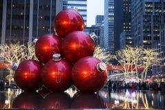 Ornamentos gigantes de la Navidad Fotos de archivo